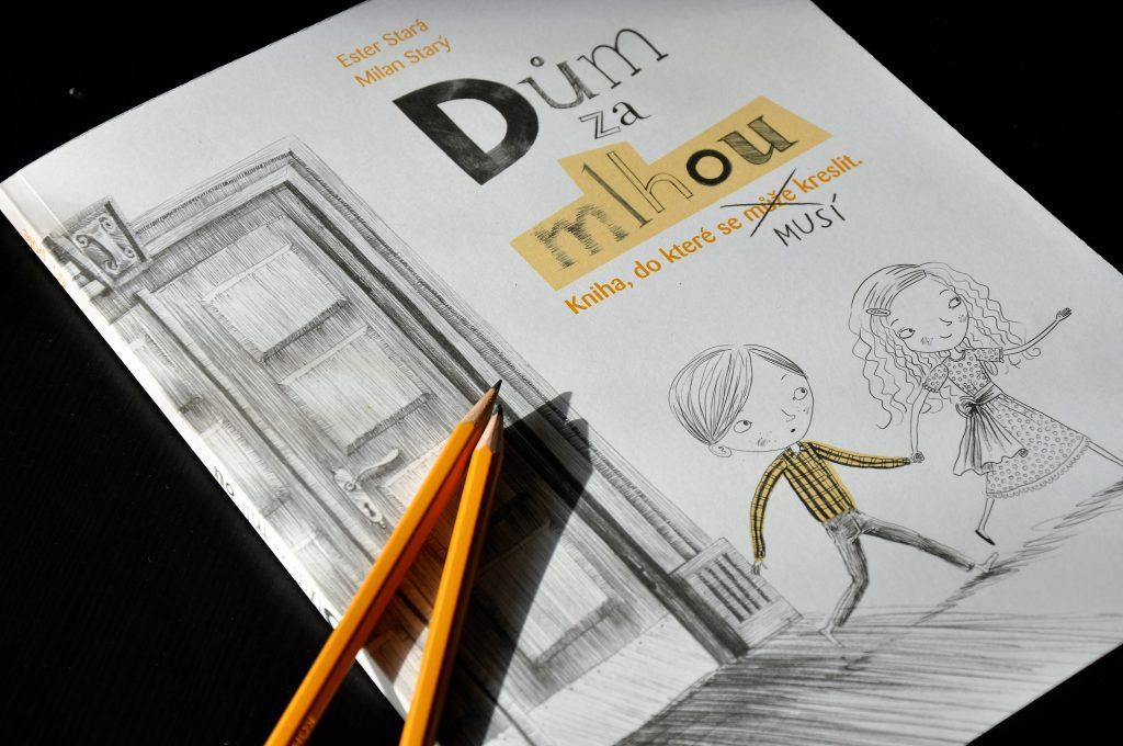 Dům za mlhou. Kniha, do které se musí kreslit
